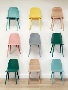 Des Chaises Design De Couleur Deparaillee Salon Maison Mobilier Deco