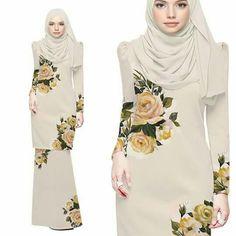 Koleksi baju raya 2018 Abaya Fashion, Muslim Fashion, Fashion Dresses, Velvet Dress Designs, Kebaya Muslim, Hijab Dress, Formal Looks, Traditional Outfits, Boutique
