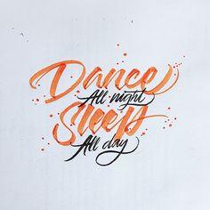 DerPinselstift ist das Lieblings-Werkzeug vonDavid Milan aus Mexiko. In jeder freien Minute fügter damit Buchstaben ästhetisch aneinander. Eine kleine Auswahl seiner typografischen Kunstwerke haben wir mal zusammengesucht. Dabei verwendet er auch gerne