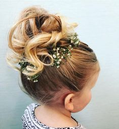 Flowergirl Hair Updo Gorgeous flowergirl updo by Loni! Call to book today or visit lu Flower Girls, Flower Girl Updo, Flower Girl Hairstyles, Little Girl Hairstyles, Headband Hairstyles, Wedding Hairstyles, Flower Hair, Updo Styles, Curly Hair Styles