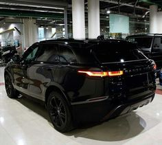 Tag Your Friends Whom You Think Are crazy About Cars/Bikes Source : rangerover_kenya Range Rover Evoque, Range Rover Preto, Range Rover Noir, Range Rover Schwarz, Range Rovers, Luxury Sports Cars, Top Luxury Cars, Luxury Suv, Range Rover Sport Black