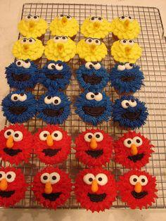 Sesame Street Cupcakes by bridgett Elmo Cupcakes, Elmo Cake, Fancy Cupcakes, Cupcakes For Boys, Kids Birthday Cupcakes, Birthday Nails, Sesame Street Birthday Cakes, Sesame Street Cupcakes, Sesame Street Cake
