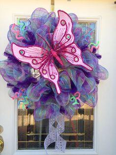 Resultado de imagen para how to make deco mesh and flowers spring wreath Deco Mesh Crafts, Wreath Crafts, Diy Wreath, Wreath Ideas, Mesh Ribbon Wreaths, Deco Mesh Wreaths, Fabric Wreath, Easter Wreaths, Holiday Wreaths