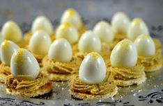 18 quail eggs 150 g of whipping cream with mascarpone 150 g of foie gras cooked toast for . Deep Fried Deviled Eggs, Best Deviled Eggs, Christmas Brunch, Christmas Breakfast, Foie Gras, Rumchata Recipes, Sweet Potato Hummus, Best Party Food, Breakfast