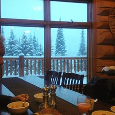 Breakfast with a powdery view at @islandlakelodge #Catskiing #skiing #ski  @scottmartin_org #powderhighway #fernie #backcountry #bc #skilodge #mountains #view #catskiingcanada