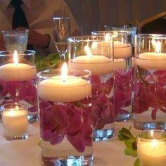 Наливаем в стакан воды, топим там цветки, лепестки и прочую красотищу, потом пускаем на воду подходящую по диаметру свечу.