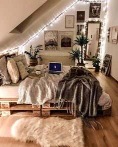 Small Home Interior 52 Comfy Attic Bedroom Design And Decoration Ideas bedroom Home Interior 52 Comfy Attic Bedroom Design And Decoration Ideas bedroom Room Ideas Bedroom, Teen Room Decor, Bedroom Crafts, Cute Bedroom Ideas For Teens, Classy Bedroom Ideas, Comfy Room Ideas, Cute Teen Bedrooms, College Bedroom Decor, Attic Bedroom Designs