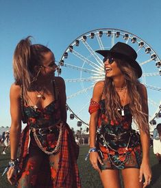 festival inspo holiday summer concert coachella boho vibes - New Ideas Festival Hippie, Coachella Festival, Festival Looks, Music Festival Outfits, Music Festival Fashion, Festival Wear, Festival Hats, Festival Girls, Fashion Music