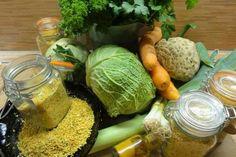 Jak udělat domácí vegetu | recept na domácí ochucovadlo | JakTak.cz Preserves, Pesto, Cabbage, Homemade, Vegetables, Food, Recipes, Syrup, Preserve