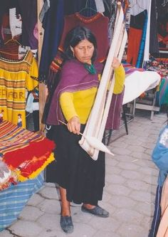 Ecuador spinner with giant niddy noddy . note: the ends are not perpendicular as is common inthe USA Spinning Wool, Drop Spindle, Equador, Big Big, Textiles, Note, Tools, Usa, Inspiration