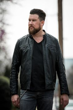 """You've probably heard Zach Williams' single """"Chain Breaker"""" on Christian radio. And now you can see him in concert with Chris Tomlin, Big Daddy Weave and other artists."""