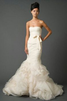 Elegant Vera Wang Wedding Dress ..take off the bow & add another layer of fabric and change the color to another white