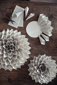 Paper Flowers Diy, Flower Crafts, Diy Paper, Paper Crafts, Paper Dahlia, Diy Home Crafts, Holiday Crafts, Kids Crafts, Christmas Art