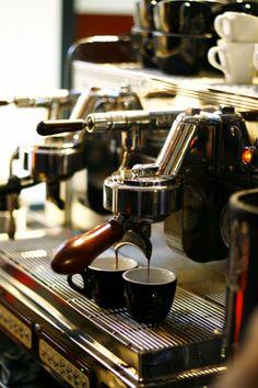 bourbon & a hardboiled egg Coffee Spoon, Coffee Cups, Coffee Maker, Coffee And Books, Coffee Love, Barista, Italian Espresso Machine, Coffee Shop Photography, Aeropress Coffee