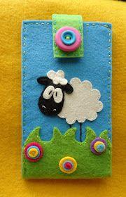 Meia Lua: ovelhinha :) Felt Phone Cases, Felt Case, Felt Pouch, Felt Diy, Felt Crafts, Fabric Crafts, Craft Projects, Sewing Projects, Creation Couture