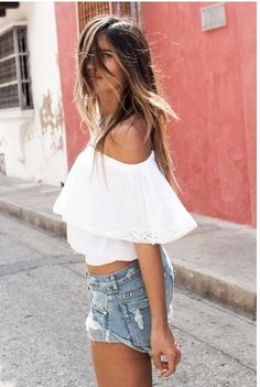 Every Hippie-Chic needs an Off-The-Shoulder Crop-Top! It's a staple piece that can be worn for any occasion! With Lace detail and in multiple colors. Colors: White, Red Sizes: S-M-L-XL