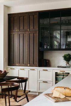 Kitchen Cabinet Styles, Dark Wood Kitchen Cabinets, Black Cabinets, Cupboards, Kitchen Hardware, Home Kitchens, Kitchen Remodel, Family Room, House Design