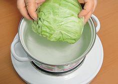 Ha azt gondolod, hogy a töltött káposzta a hústól finom, akkor meg kell kóstolnod a sütőben sült zöldséges variációját! Ez egyszerűen fenséges! Hozzávalók: 300-350 g gomba, 100 g rizs, 1-2 db hagyma, 1-2 db sárgarépa, zöld petrezselyem, vagy kapor ízlés szerint, 2 evőkanál olaj, fél kiskanál só, 1 közepes nagyságú[...] Cabbage, Vegetables, Food, Essen, Cabbages, Vegetable Recipes, Meals, Yemek, Brussels Sprouts