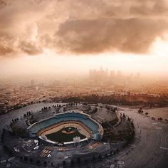 Even when it's football season I'm thinking about @dodgers baseball! 📷: @cole_younger_  #larealestate #losangeles #losangelesrealestate #realestate #realty #realtor #larealtor #losangelesrealtor #california #lifestyle #uyg2017 #upyourgame #motivate #motivation #doyourbest #entrepreneur #inspire #inspiration #encourage #encouragement #career #entrepreneurship #nodaysoff #luxury #luxuryhome #luxuryhouse #luxuryrealestate #dreamhome #dreamhouse #localrealtors - posted by James Dunn…