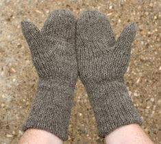 double-face extra warm mittens, pattern and tutorial Double Knitting, Loom Knitting, Knitting Stitches, Knitting Socks, Knitting Patterns Free, Baby Knitting, Free Pattern, Knit Socks, Free Knitting