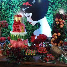 Snow White table decor