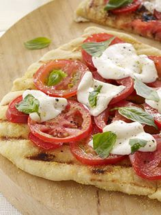 Grilled Pizza 101: How to Make the Perfect Grilled Pizza #tip