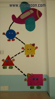 Imagem - Preschool - Aluno On Kids Crafts, Preschool Activities, Diy And Crafts, Arts And Crafts, Paper Crafts, Preschool Shapes, School Board Decoration, Class Decoration, School Decorations