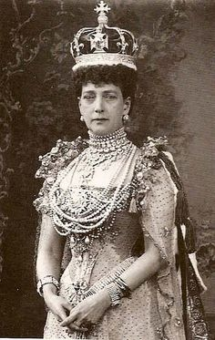 Queen Alexandra, Coronation.  Can't fit one more piece of jewelry on that bodice!  This is a rare unretouched photo of Queen Alexandra, most of her photos were heavily retouched.