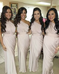 Talk about a bridal party! Luigina had party of 15 bridesmaids, all dressed in our Exclusive Ingrid Dress in Nude. This dress was designed by Pia Gladys Perey and has been featured in Cosmopolitan Bride. The exclusive Ingrid dress is a one shoulder draped dress with an elastic stretch waist and a wrap style skirt that …