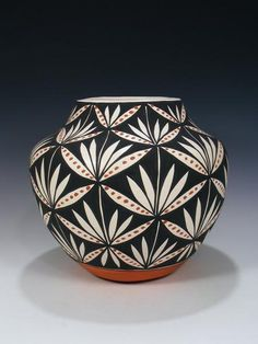 This eye catching piece is hand coiled. Stevens by the Acoma artist. Pottery Bowls, Ceramic Pottery, Ceramic Art, Coiled Pottery, Thrown Pottery, Slab Pottery, Ceramic Bowls, Hand Painted Pottery, Hand Painted Ceramics