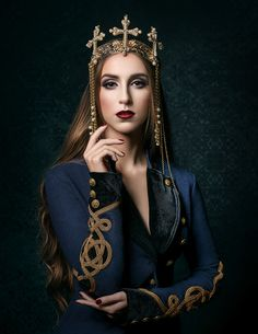 Román-cé Elegant Magazine Feb 2016 Issue Model: Olga Chulgareva MUAH: Lucrecia Suarez - Aura Makeup Art Styling, concept, and creation: Olga Chulgareva Photography: Erich Caparas headpiece, queen, crown Fantasy Rpg, Medieval Fantasy, D D Characters, Fictional Characters, Makeup Art, How To Look Pretty, Headpiece, Beautiful Women, Wonder Woman