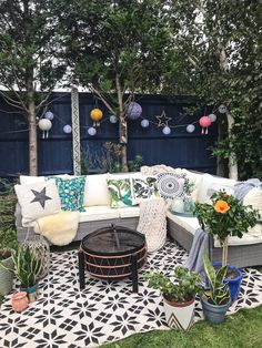 Choosing Garden Shades With Cuprinol - Melanie Jade Design Cuprinol Urban Slate, Garden Fence Paint, Fence Paint Colours, Fresco, Blue Fence, Black Garden Fence, Cuprinol Garden Shades, Jade, Fence Design