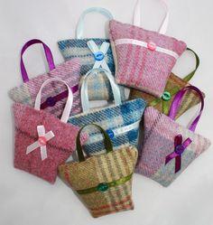 Tweed lavendel zakje, handtas vormige gedroogde lavendel tas, klein geschenk, Gift onder de 10, bruiloft gunst, cadeau voor haar, leraar Gift