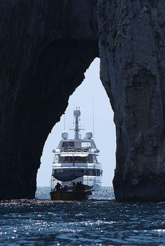 La cruna dell'ago Yacht.