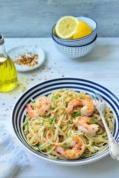 "Recept ""Pasta aglio e olio met scampi"" Clean Recipes, Fish Recipes, Pasta Recipes, Healthy Recipes, Dinner Recipes, Pasta Aglio E Olio, Cooking For Dummies, Shrimp Dishes, Tasty Dishes"