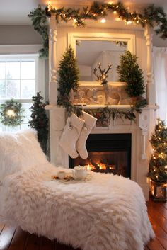 Unique Christmas Lights Bedroom Decor Ideas To Copy – All For Decoration Woodland Christmas, Shabby Chic Christmas, Cozy Christmas, Outdoor Christmas, Country Christmas, White Christmas, Minimalist Christmas, Christmas Trees, Christmas Lights In Bedroom