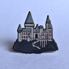 They NO LONGER sell this but maybe someone will trade with me or the company will make another Hogwarts pin variant!!
