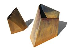 If space is an issue the answer is to use garden boxes. In this article we will show you how all about making raised garden boxes the easy way. We all want to make our gardens look beautiful and more appealing. Corten Steel Planters, Metal Planters, Cheap Raised Garden Beds, Planter Accessories, Contemporary Planters, Diy For Men, Steel Sculpture, Garden Boxes, Furniture Layout