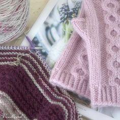 Lumikello kämmekkäät | Vanillawool Wrist Warmers, Mittens, Ravelry, Knitted Hats, Knitting, Fashion, Free Knitting, Breien, Fingerless Mitts