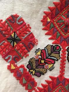 Folk Embroidery, Embroidery Dress, Embroidery Stitches, Embroidery Patterns, Bohemian Rug, Cross Stitch, Quilts, Knitting, Handmade