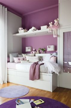 i'd've given my left leg to have this room as a little girl.. so, i'll use it for inspiration for my own girls' room someday! :o hah! oxooo.