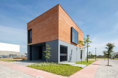 Casa O is a residential project located in the Metropolitan Area of Guadalajara, designed with the objective of using the total permitted area of constructio...