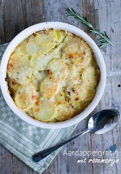 Ik ben een echte aardappeleter. Van mensen om mij heen hoor ik regelmatig dat ze bijna nooit (meer) aardappelen eten, ik ben een uitzondering op de regel geloof ik. Aardappelschijfjes, krieltjes en aardappeltjes uit de oven, aardappels in ovenschotels, maar ook de (ouderwetse?) gekookte aardappelen eten we regelmatig. Het is lekker makkelijk (vooral als J.... LEES MEER...