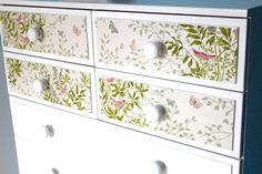 old chest of wallpaper drawers Funky Furniture, Upcycled Furniture, Shabby Chic Furniture, Furniture Makeover, Painted Furniture, Decoupage Furniture, Furniture Ideas, Wallpaper Drawers, Wallpaper Furniture