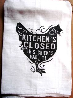 We love old flour sack tea towels. Ours are and lint free, preshrunk cotton. Wrap one around a bottle of wine as a great gift for a friend! Vinyl Crafts, Vinyl Projects, Circuit Projects, Silhouette Cameo Projects, Silhouette Design, Dish Towels, Hand Towels, Diy Tea Towels, Dish Towel Crafts