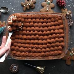 Eggnog Gingerbread Tiramisu 9 ingredients and 15 minutes preparation. This Eggnog Gingerbread Tiramisu recipe is the perfect Christmas treat. Just Desserts, Delicious Desserts, Yummy Food, Christmas Desserts, Christmas Treats, Christmas Drinks, Christmas Candy, Xmas, Holiday Baking