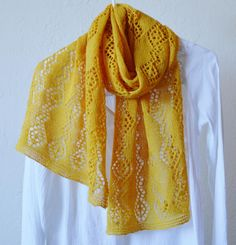 Lemon Lace Shawl Pattern | This shawl knitting pattern looks amazing in this bright shade of lemon.