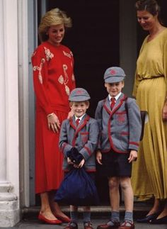 Royal Schoolboys Princess Diana - with her sons Prince Harry (left) and Prince William, September It is Prince Harry's first day at Wetherby School, Notting Hill, London. (Photo by Terry Fincher/Princess Diana Archive/Getty Images) Prince And Princess, Princess Of Wales, Prince Harry, Real Princess, Princess Kate, Charles And Diana, Prince Charles, Harry Wedding, Pictures Of Prince
