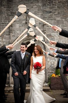 Absolutely love this wedding send-off! #weddingideas {Elizabeth Davis Photography}