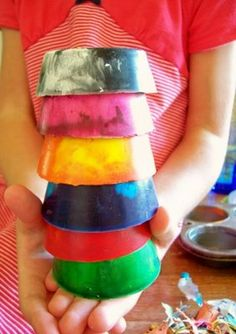 Cool Chunky Crayons. Must make with Bug sometime and get rid of all those broken crayon bits.